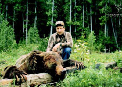 003_grizzly-bear-guided-hunting-trips-in-british-columbia