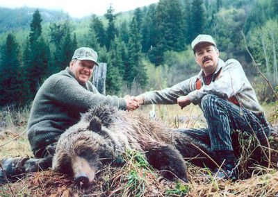 photo_168_grizzly-bear-guided-hunting-trips-in-british-columbia