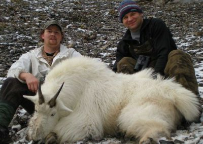 photo_352_goat-guided-hunting-trips-in-british-columbia